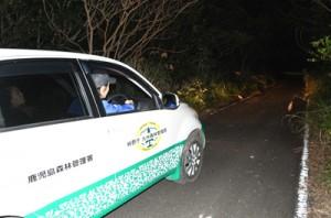 希少種保護のため28日から始まった年末年始パトロール=28日、徳之島北部の林道