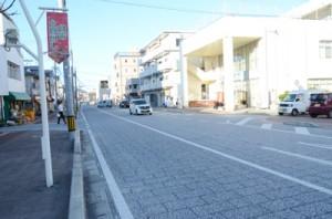 昨年6月に供用開始され、聖火リレールートに組み込まれた末広本通り=17日、奄美市名瀬
