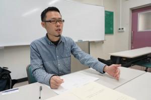 「非琉球人」研究に取り組む土井さん=11日、琉球大学