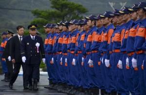 消防関係者ら約100人が参加した龍郷町消防出初め式=4日、同町のりゅうゆう館