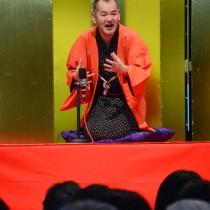 新春寄席で初笑いを誘った三遊亭鬼丸さん=12日、奄美パーク