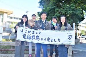 東京でのイベントをPRする主催者=14日、奄美市名瀬