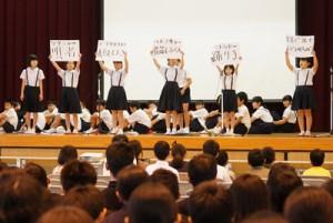児童生徒による舞台発表があった喜界町シマ唄・シマゆみた大会=8日、喜界中学校体育館