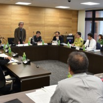 生物多様性地域戦略の改定を了承した専門委員会=4日、奄美市名瀬