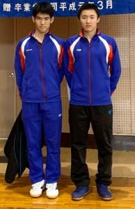 男子の団体で優勝したれいめいの(左から)千葉、吉村(提供写真)