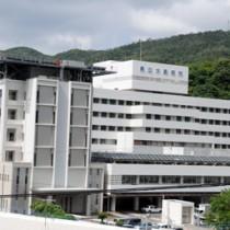 4月から一部病床が休止される県立大島病院=奄美市名瀬