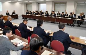 県内初の感染者確認を受け、今後の留意点などを確認した対策会議=27日、鹿児島市の県庁