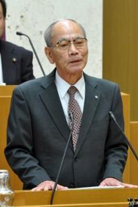 勇退を表明する川島健勇町長=11日、喜界町役場議場