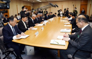 県に対し、金融機関からの要望もあった意見交換会=10日、鹿児島市の県庁
