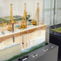 農業農村整備事業広報大賞を受賞した「水どぅ宝プロジェクト」実行委が制作した地下ダムなどのジオラマ=26日、知名町竿津