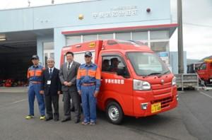 宇検消防団に新たに配備された救助資機材・小型動力ポンプ搬送車=10日、宇検村
