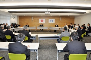 新型肺炎の予防対策状況などについて情報を共有した第3回会議=5日、奄美市名瀬
