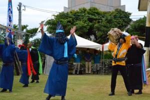 二番組が奉納した「一度いふて」=7日、与論町の地主神社