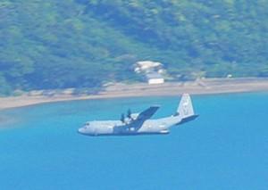 龍郷町で撮影された米軍のC130とみられる機体(提供写真)=8日、同町