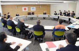 県内初確認を受けて設置された奄美市新型コロナ感染症対策会議=3日、同市名瀬