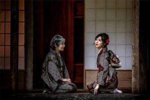 笠利町の薗家で撮影した青山さんの作品