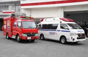 PA連携で救急現場へ共にに出動することがある救急車(右)と消防ポンプ車=22日、奄美市の名瀬消防署