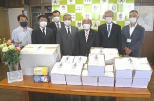 町民から天城町へ寄贈された5千枚超のマスク=27日、同町役場