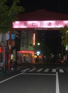 4月に入り客足が遠のいた屋仁川通り=5日、奄美市名瀬