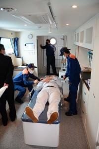 救急艇「おおとり」の救護室