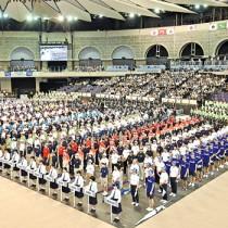 選手ら約4300人が参加した昨年のインターハイの総合開会式=2019年7月27日、鹿児島市の西原商会(鹿児島)アリーナ