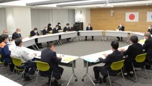 緊急事態宣言を受けて設置された奄美市の対策本部会議=7日、同市名瀬