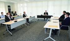 メッセージや今後の方針を協議した奄美大島感染症対策本部会議=26日、奄美市名瀬