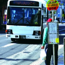 新型コロナウイルスの影響による経営悪化に伴い、6月から経費削減のため減便・運休を行う「しまバス」