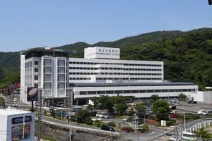経常収支の赤字が見込まれる県立大島病院=奄美市名瀬
