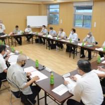 新型コロナウイルスの感染拡大防止について話し合った沖永良部現地対策協議会=5日、和泊町