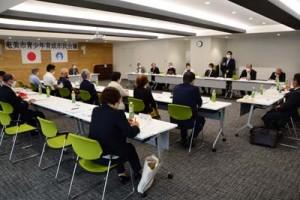 関係機関団体の取り組みなどが報告された奄美市青少年育成市民会議=30日、奄美市名瀬