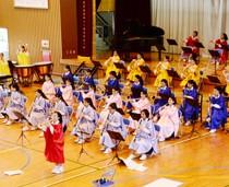 大島高校吹奏楽部の「2020引退コンサート」=14日、同校体育館