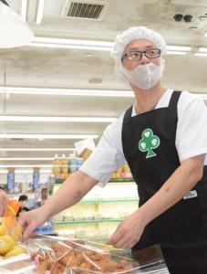 「料理のことをたくさん勉強したい」と話すタオさん=27日、奄美市名瀬入舟町
