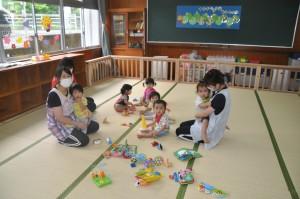 湯湾釜分校校舎に、施設を移転したまほろば保育園=8日、大和村