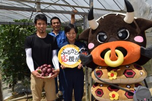 徳之島町出身の学生へ送られる町内の農家が育てたパッションフルーツ(提供写真)