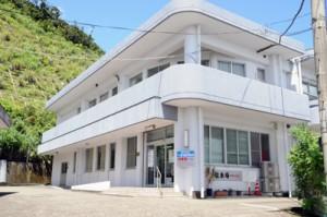 陰圧対応の空気清浄機を整備予定の瀬戸内町へき地診療所=20日、同町古仁屋