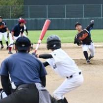 開幕した徳之島メモリアルマッチ2020軟式野球競技=4日、徳之島町徳和瀬