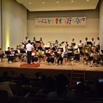 児童生徒が練習の成果を披露した徳之島子ども音楽フェスティバル=23日、徳之島町亀津