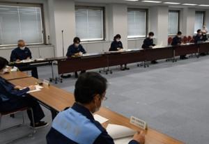 接待を伴う飲食店への休業要請などを決めた県の対策本部会議=6日、鹿児島市の県庁