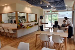 ランチタイムの通常営業を開始したあらば食堂=3日、龍郷町幾里