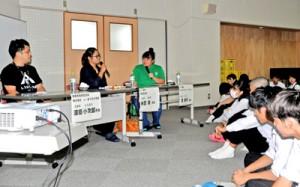 未来塾で大高生にメッセージを送った深田さん、米田さん、渡さん(左から順)=11日、奄美市名瀬の県立大島高校