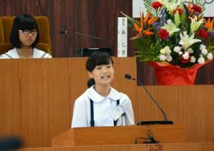 児童生徒12人が質問に立った知名町子ども議会=30日、同町