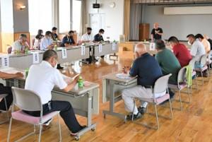 初の大会中止を決めた第33回2020トライアスロンIN徳之島大会実施検討会=20日、天城町役場