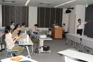 非常時の食の在り方について学んだ県栄養士災害支援チームのスタッフ養成研修=29日、県立大島病院