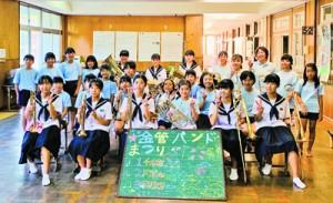 演奏会を開いた古仁屋小学校金管バンドのメンバー