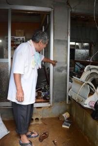 床上相当の浸水被害を受けた空き家=27日、和泊町