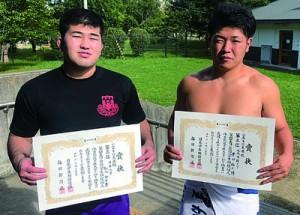 全国学生相撲個人体重別選手権大会で3位入賞した(左から)松元、豊田=提供写真