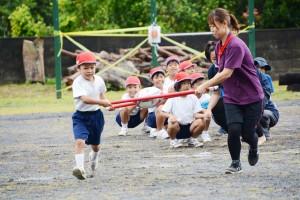 18種目で盛り上がった名音小学校と名音集落の合同大運動会=20日、大和村