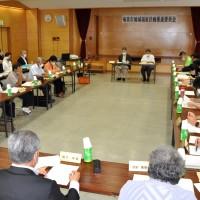 奄美市地域福祉計画策定に向けた推進委員会の初会合=24日、同市名瀬