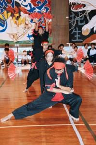 台風接近のため体育館であった県立大島北高校の体育祭=5日、奄美市笠利町